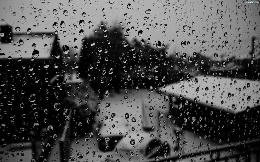 krople-deszcz-szyba